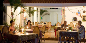 golden-sands-beach-resort-kovalam-kerala-india-dining
